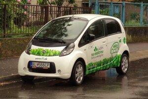 Zopár Citroënov C-Zero stretnete aj na našich cestách.