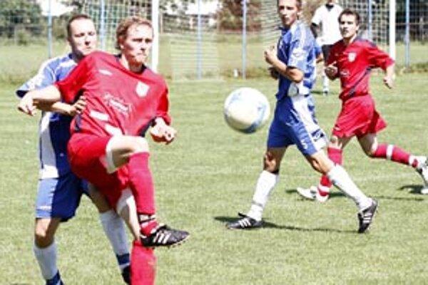 ČFK Nitra sa zaradil do priemeru. Bývalý účastník tretej ligy zimuje po jeseni s jedným plusovým bodom. Snímka je z duelu s FC ViOn B/Volkovce.