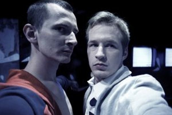 Roman Poláčik v DAB debutoval v hre Dark Paly. Na snímke ako Adam (vpravo) s Jakubom Rybárikom (Nick).