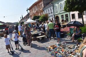 Na pešej zóne boli k dispozícii rôzne kuriozity a zberateľské predmety.