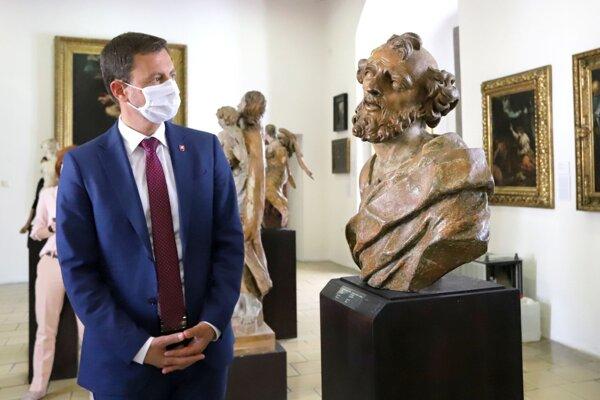 Premiér Eduard Heger pri návšteve Zvolenského zámku.