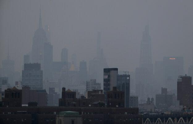 New York zahalil šedivý opar