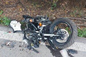 Nehoda sa stala v utorok podvečer.
