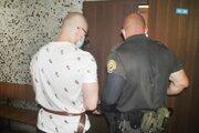 Viktora odvádza eskorta z krajského súdu späť do väznice. Väzbu vymení za výkon trestu, no iba do 18. augusta.
