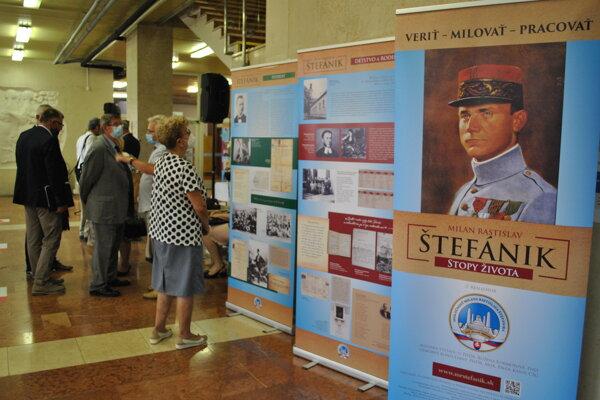 Návštevu nitrianskeho mestského úradu ľuďom od štvrtka 22. júla do konca augusta spríjemní putovná výstava Milan Rastislav Štefánik – Stopy života.