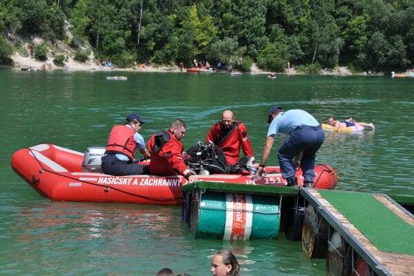 Potápači našli muža len pár metrov od brehu.