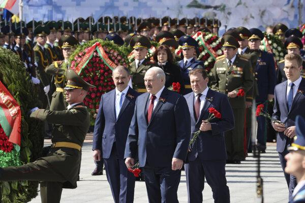 Lukašenka udržali pri moci ozbrojené zložky.