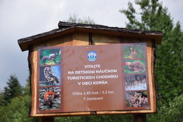 Chodník začína vo Vyšnej Korni v smere do osady u Durajčíka.