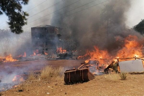 Požiare vypukli v štyroch rôznych lokalitách.