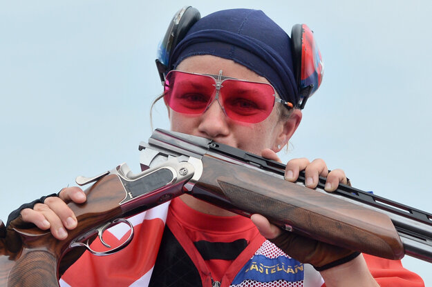 Slovenská strelkyňa Zuzana Rehák Štefečeková sa teší zo zisku zlatej medaily.
