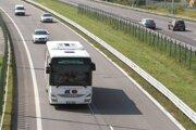 Pravidelnú prímestskú autobusovú dopravu na takmer 70 percentúzemia BBSK zabezpečuje spoločnosť SAD Zvolen.