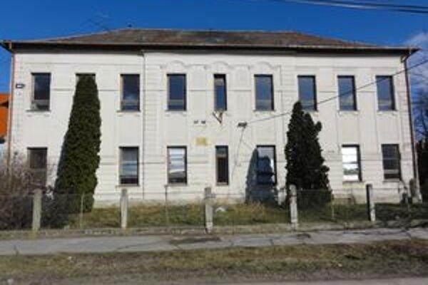 Budova bývalej školy na Komenského ul.