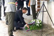 Premiér Eduard Heger si uctil obete rómskeho holokaustu v Múzeu SNP v Banskej Bystrici.