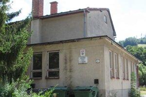 Budova novšej základnej školy vobci je uzatvorená.