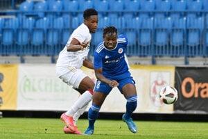 Kelvin Boateng (vľavo) a Christopher Goslin v zápase FK Senica - Spartak Trnava, Fortuna liga.