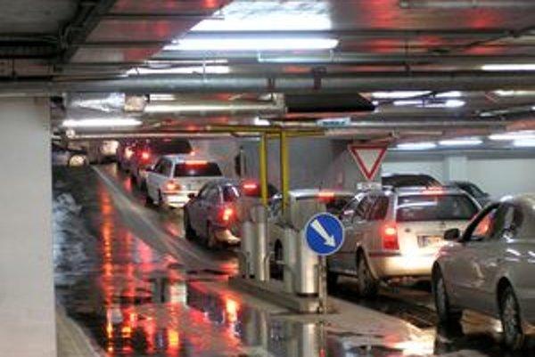 V garážach Mlynov je 1100 parkovacích miest, z toho 500 na streche.