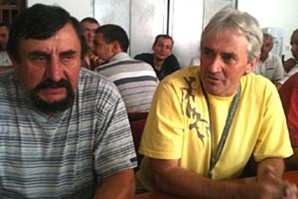 Hovorcom požiadaviek rozhodcov bol uznávaný arbiter Macho (v žltom), po jeho pravici Andraško.