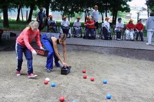 Šport boccia postihnutým ľuďom pomáha.