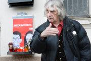 Košický výtvarník je momentálne v Piešťanoch, kde sa dostáva z útoku, po ktorom skončil v bezvedomí.
