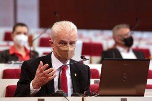 Bývalý viceprimátor za Smer Ján Jakubov (Hlas) tvrdí, že s primátorom Jaroslavom Polačekom (nezávislý) majú normálnu komunikáciu.