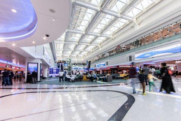 Terminál D na letisku v Dubaji.