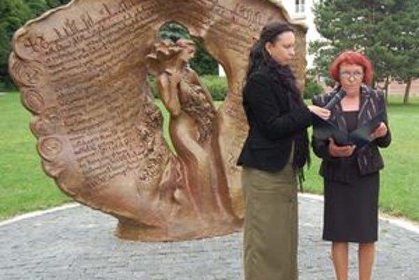 Plastiku i osobnosti autorky a reštaurátora predstavila Marta Hučková z Nitrianskej galérie.