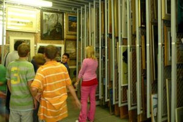 Depozitáre - návštevníci sa v nich zoznámia so zbierkovým fondom Nitrianskej galérie.