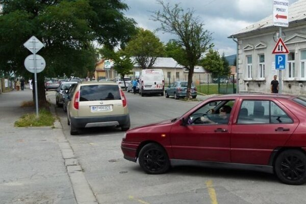 Na Kollárovej ulici v Martine pri nemocnici vynovia chodníky.