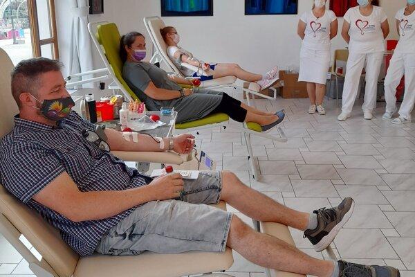 Do Galérie v Topoľčanoch prišlo darovať krv 65 darcov.