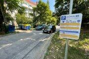 Sídlisko na Podjavorinskej. Od 1. augusta tam zaviedli rezidenčné parkovanie.