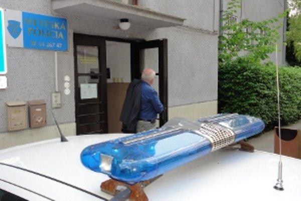 Mestská polícia v Zlatých Moravciach si na takýto škandál nepamätá. Policajta spitého priamo v službe údajne ešte nemali.