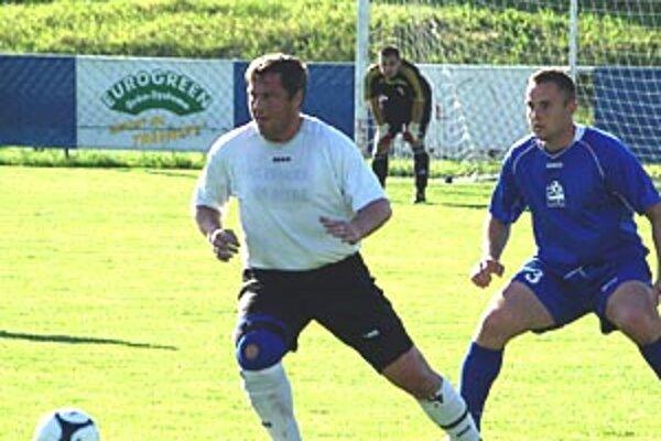 Prvý gól Ivanky strelil Marián Doboš (v bielom).