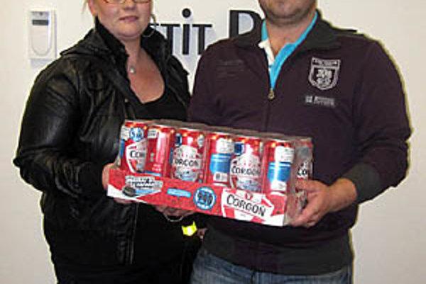Pre kartón piva Corgoň od spoločnosti Heineken si prišla Lenka Königová s priateľom Michalom Motúzom. Aktuálne je aj na čele súťaže s trojbodovým náskokom.
