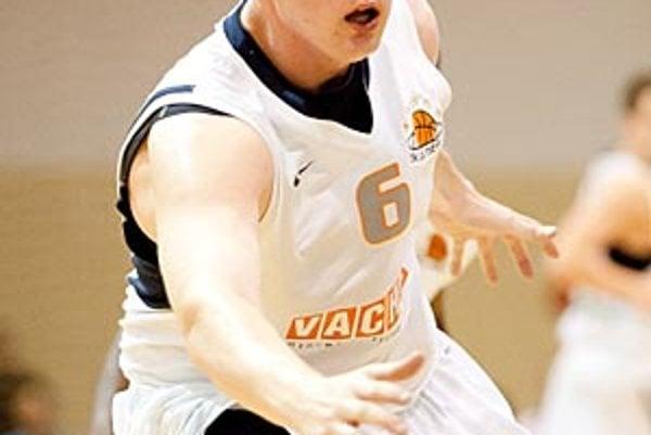 Branislav Tomek je prvým basketbalistom, ktorý vyhral seniorskú kategóriu v 21-ročnej histórii oceňovania. V Synagóge chýbal, práve hral semifinálový zápas v Žiline.