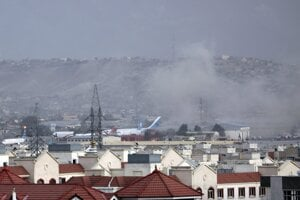Na letisku v Kábule došlo k útoku.