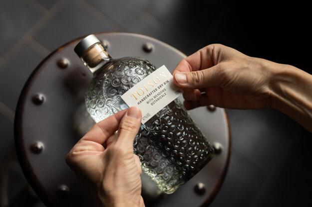 Remeselný gin TOISON z Trenčianskych Teplíc už stihol získať nejedno ocenenie za chuť či obalový dizajn.