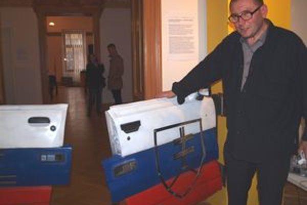 Jaroslav Košš so svojimi trikolórovými lietačkami.
