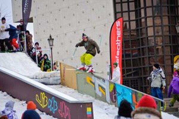 Extrémny šport preniesli NeutraRiders z horských stredísk do centra Nitry.