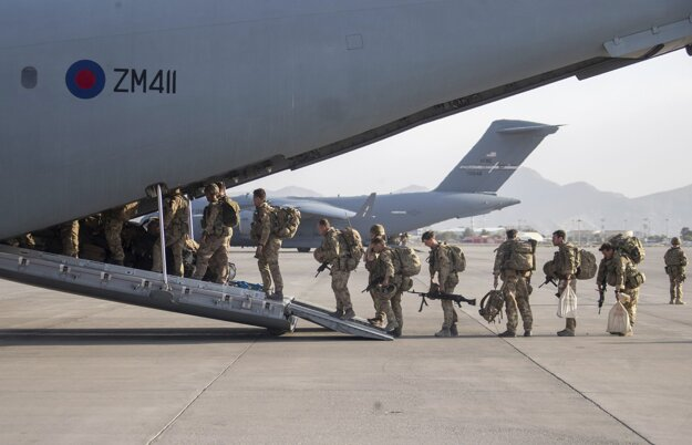 Britskí vojaci opúšťajú Afganistan.