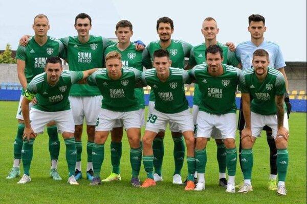 Mužstvo OFK Trebatice pred zápasom s Radimovom