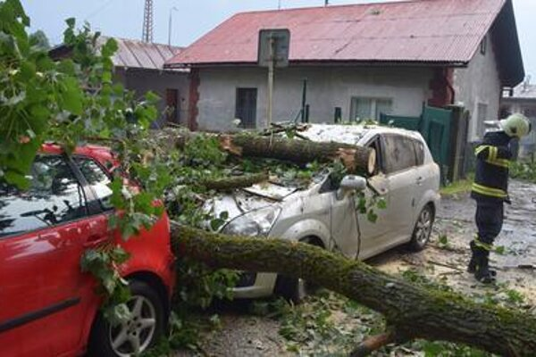 Auto rodine zničila silná búrka, ktorá sa Turcom  prehnala vpolovici júla.