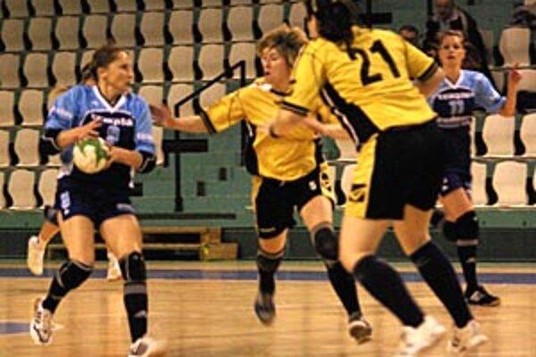 Nitrianky vyhrali aj svoj druhý tohtoročný zápas. V modrom Kvasňovská a Rísová.