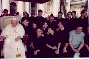 Ján Pavol II. a vedľa neho Juraj Vrábel.