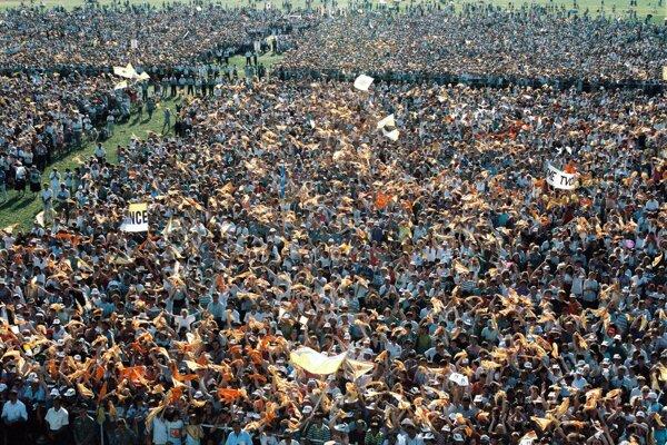Návšteva pápeža Jána Pavla II. v nitrianskych Janíkovciach v roku 1995.