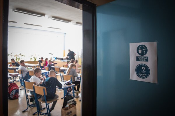Na školy prišli začiatkom školského roka  samotesty, nebolo ich však dosť a čakajú na ďalšie.