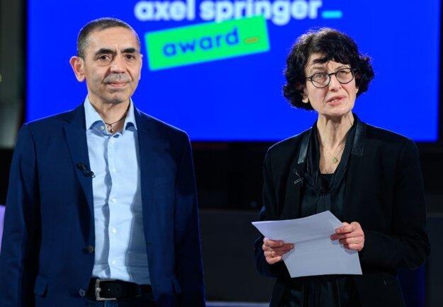 Zakladatelia nemeckej spoločnosti BioNTech - manželia Ugur Sahin a Özlem Türeciová.