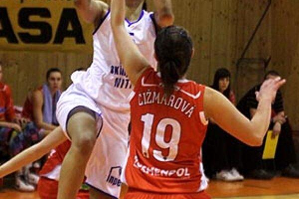 Carmen Guzman v prieniku pod prešovským košom.