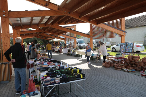 Nové trhovisko v Buzici.