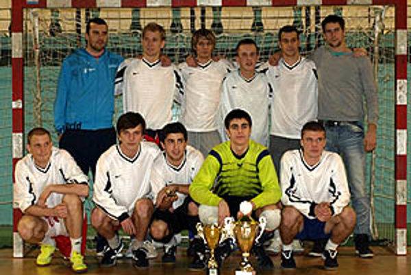 Pred rokom triumfovalo mužstvo FC Strapatí.