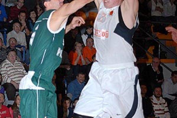 Branislav Tomek (vpravo) odohral posledný ligový zápas 30. decembra v Pezinku.